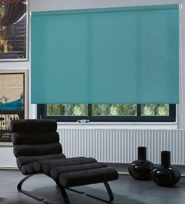 Штора рулонная Эскар Рояль, цвет: бирюзовый, ширина 80 см, высота 160 смZ-0307Рулонными шторамиЭскар Рояль можно оформлять окна как самостоятельно, так и использовать в комбинации с портьерами. Это поможет предотвратить выгорание дорогой ткани на солнце и соединит функционал рулонных с красотой навесных. Преимущества применения рулонных штор для пластиковых окон: - имеют прекрасный внешний вид: многообразие и фактурность материала изделия отлично смотрятся в любом интерьере;- многофункциональны: есть возможность подобрать шторы способные эффективно защитить комнату от солнца, при этом она не будет слишком темной;- есть возможность осуществить быстрый монтаж.ВНИМАНИЕ! Размеры ширины изделия указаны по ширине ткани! Для выбора правильного размера необходимо учитывать - ткань должна закрывать оконное стекло на 3 см. Во время эксплуатации не рекомендуется полностью разматывать рулон, чтобы не оторвать ткань от намоточного вала. В случае загрязнения поверхности ткани, чистку шторы проводят одним из способов, в зависимости от типа загрязнения:легкое поверхностное загрязнение можно удалить при помощи канцелярского ластика;чистка от пыли производится сухим методом при помощи пылесоса с мягкой щеткой-насадкой;для удаления пятна используйте мягкую губку с пенообразующим неагрессивным моющим средством или пятновыводитель на натуральной основе (нельзя применять растворители).
