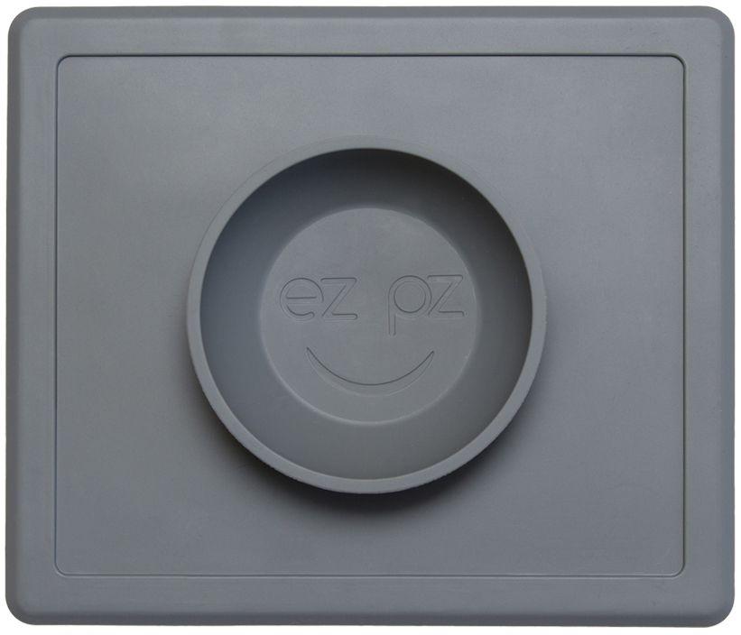 Ezpz Тарелка детская Happy Bowl цвет серыйPKHBA005Ezpz Happy Bowl - силиконовая тарелка-плейсмат, которую невозможно перевернуть. Чаша высотой почти 4 см и объемом 240 мл идеально подходит для завтраков и обедов. Область плейсмата не дает ребенку испачкать стол. Тарелка изготовлена из силикона высочайшего качества и абсолютно безопасна. Не имеет липучек или присосок - фиксация происходит на любой ровной горизонтальной поверхности за счет плоской, гладкой поверхности тарелочки - мата. Подходит для использования в микроволновке и посудомоечной машине. Выглядит как улыбающаяся рожица, что очень нравится детям и их мамам. Тарелка разработана и запатентована в США. Идея создания удобной, безопасной посуды для детей принадлежит многодетной маме, которая как никто другой знает, как сложно уследить за детками во время еды и сохранить при этом чистоту и порядок. Благодаря такой тарелочке прием пищи становится веселым и безопасным, а кухня остается чистой и опрятной.