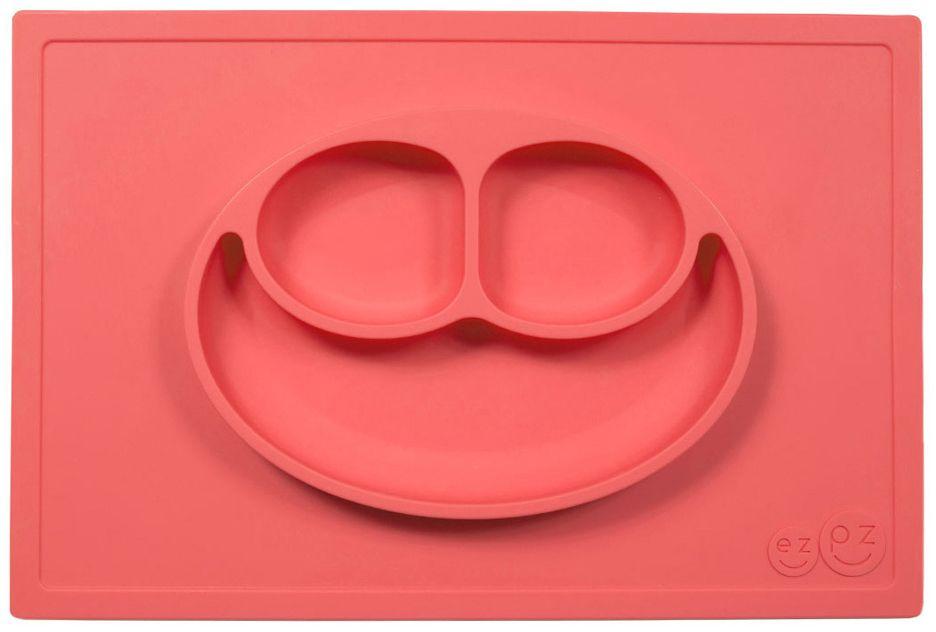 Ezpz Тарелка детская Happy Mat цвет коралловый4601137131719Ezpz Happy Mat - необычная силиконовая тарелка-плейсмат, которая не имеет аналогов. Ее главная особенность заключается в том, что тарелку невозможно перевернуть или опрокинуть. С ней ребенок не сможет испачкать стол или, что гораздо важнее, обжечься горячей пищей.Изготовлена из силикона высочайшего качества и абсолютно безопасна. Не имеет липучек или присосок - фиксация происходит на любой ровной горизонтальной поверхности за счет плоской, гладкой поверхности тарелочки - мата. Подходит для использования в микроволновке и посудомоечной машине. Выглядит как улыбающаяся рожица, что очень нравится детям и их мамам.Тарелка разработана и запатентована в США. Идея создания удобной, безопасной посуды для детей, принадлежит многодетной маме, которая как никто другой знает, как сложно уследить за детками во время еды и сохранить при этом чистоту и порядок. Благодаря такой тарелочке прием пищи становится веселым и безопасным, а кухня остается чистой и опрятной.Объем 540 мл.