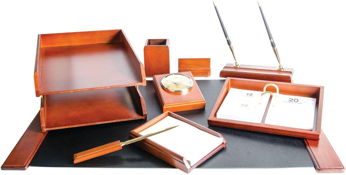 Delucci Канцелярский набор 9 предметов цвет темно-корчиневый орех MBn_19203MBn_19203В состав канцелярского набора Delucci входят: подкладка для письма, подставка для ручек (2 ручки в комплекте), подставка для бумажного блока, подставка под календарь, подставка для визитных карточек, подставка для карандашей, нож для открывания писем, часы, двухуровневый лоток для бумаг.