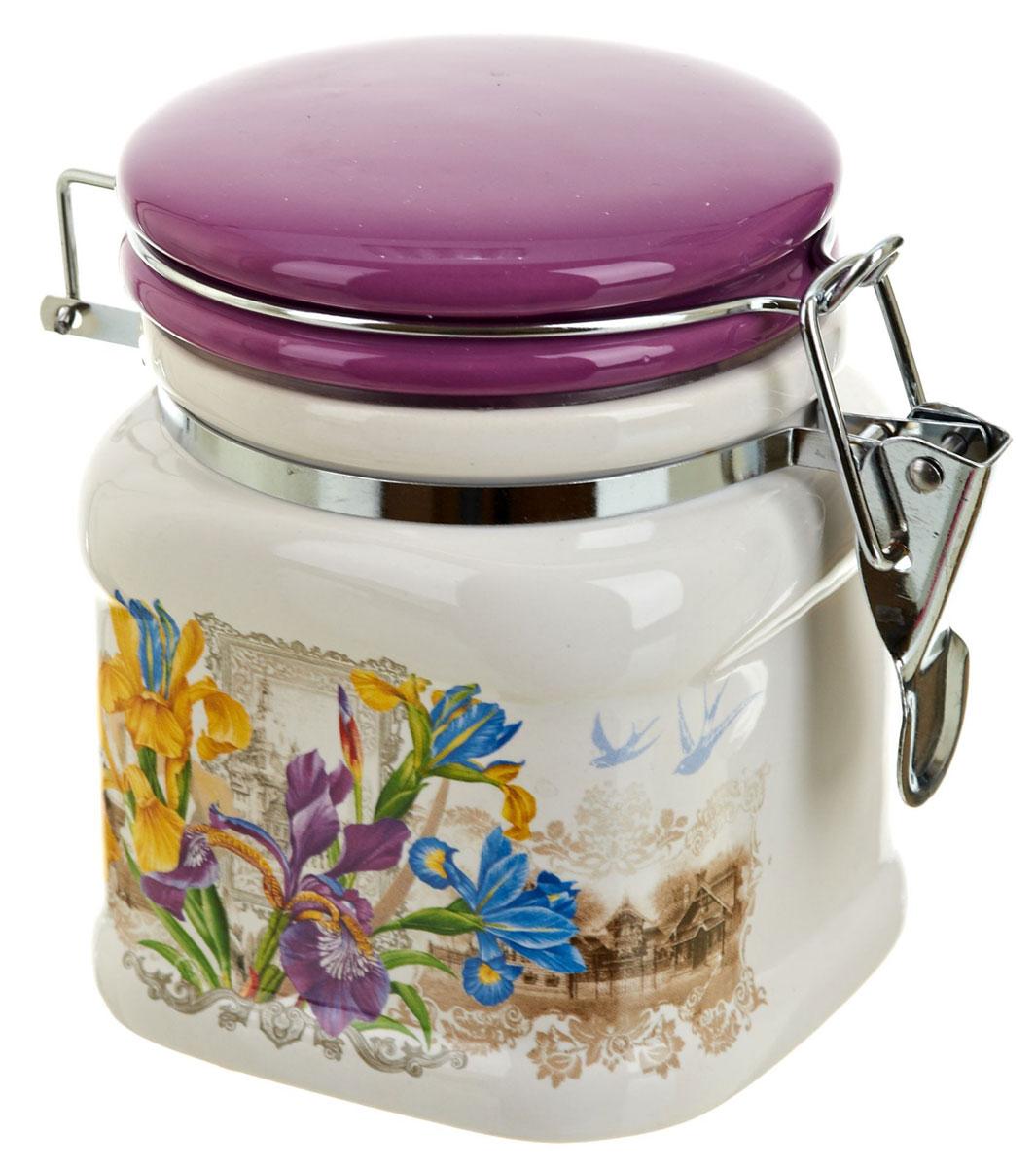 Банка для сыпучих продуктов Nouvelle De France Ирис, 500 мл0660025Банка для сыпучих продуктов изготовлена из прочной доломитовой керамики, покрытой слоем сверкающей гладкой глазури. Изделие оформлено красочным изображением. Банка прекрасно подойдет для хранения различных сыпучих продуктов: чая, кофе, сахара, круп и многого другого. Благодаря силиконовой прослойке и бугельному замку, крышка герметично закрывается, что позволяет дольше сохранять продукты свежими. Изящная емкость не только поможет хранить разнообразные сыпучие продукты, но и стильно дополнит интерьер кухни. Изделие подходит для использования в посудомоечной машине и в холодильнике.
