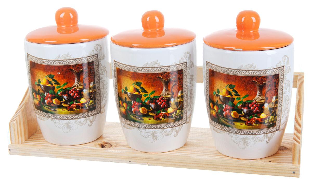 Набор банок для сыпучих продуктов Polystar Севилья, 4 предметаL2520571Набор состоит из трех банок для сыпучих продуктов и деревянной подставки. Изделия выполнены из прочной доломитовой керамики высокого качества. Гладкая и ровная глазурованная поверхность обеспечивает легкую очистку. Изделия декорированы красочным рисунком. Такие банки прекрасно подойдут для хранения различных сыпучих продуктов: специй, чая, кофе, сахара, круп и многого другого. Крышка плотно прилегает к стенкам емкости. Можно использовать в микроволновой печи, в холодильнике и посудомоечной машине.
