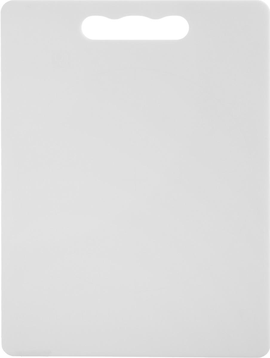 Доска разделочная Zeller, цвет: белый, 28 х 20 х 0,3 см26131_белыйДоска разделочная Zeller выполнена из прочного пищевого пластика. Идеально подходит для нарезки любых продуктов. Доска не впитывает запах продуктов, имеет антибактериальную поверхность, отличается долгим сроком службы. Ножи не затупляются при использовании. Доска снабжена удобной ручкой. Можно использовать обе стороны доски. Такая доска понравится любой хозяйке и будет отличным помощником на кухне. Можно мыть в посудомоечной машине.