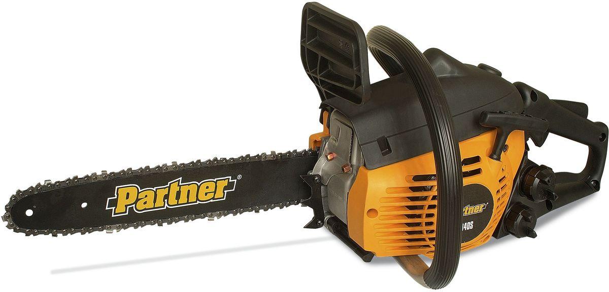 Бензопила Partner P340S9666990-01Бензопила Partner P340S принадлежит к инструментам бытового класса, она рассчитана на непродолжительное время эксплуатации в течение дня. Прекрасно подойдет для тех, кто использует пилу на своем приусадебном участке или в ремонте. Partner P340S позволит вам быстро и эффективно подрезать деревья в саду и выполнить различные непродолжительные мелкие работы.