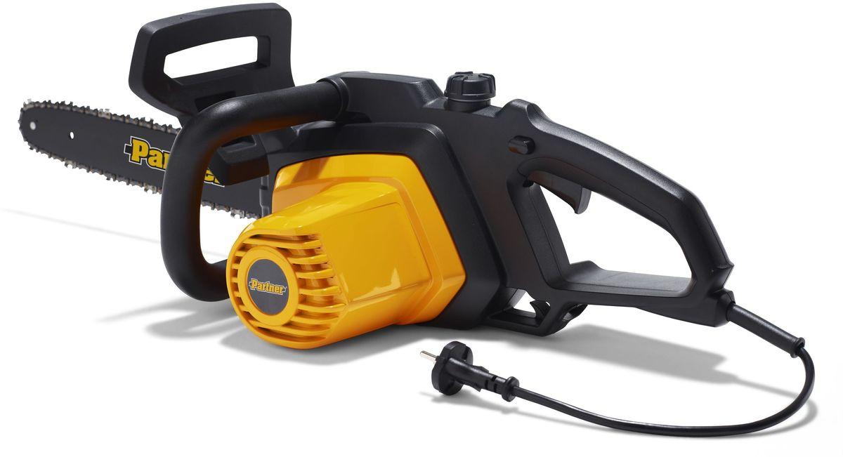 Электропила Partner P820T9670331-02Электропила Partner P820T - модель для бытового использования. Максимальная мощность составляет 2 кВт. Укомплектована пильной цепью толщиной 1.3 мм и 40-сантиметровой шиной. Натяжение цепи производиться легко и не требует использование инструмента. Цепной тормоз активируется силами инерции или механически и отвечает за экстренную остановку цепи. Вес инструмента с шиной и цепью составляет 4.6 кг.