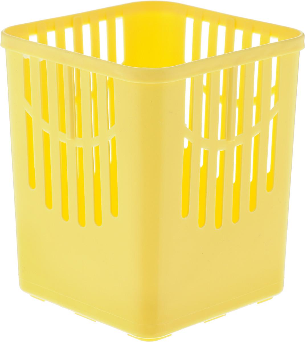 Подставка для столовых приборов Axentia, цвет: желтый, 10,5 х 10,5 х 12,5 см232039_желтыйПодставка для столовых приборов Axentia, выполненная из высококачественного пластика, станет полезным приобретением для вашей кухни. Она хорошо впишется в интерьер, не займет много места, а столовые приборы будут всегда под рукой. Размер подставки: 10,5 х 10,5 х 12,5 см.