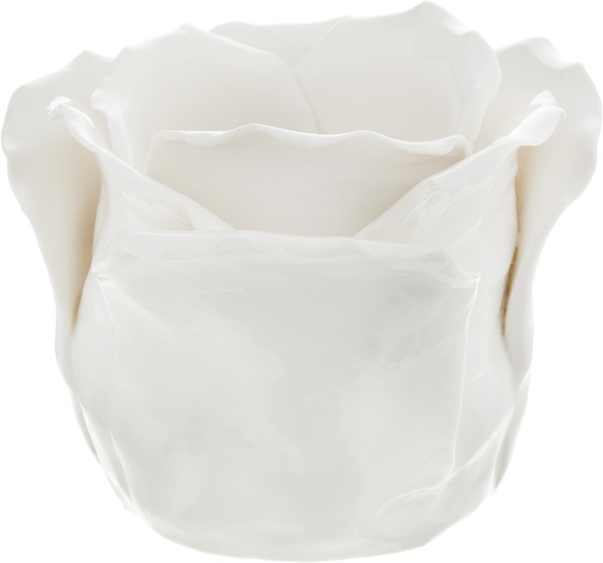 Подсвечник декоративный Феникс-Презент, цвет: белый, 8,5 х 8,5 х 7,5 смFS-91909Декоративный подсвечник Феникс-Презент изготовлен из фарфора. Подсвечник предназначен для одной свечи. Стильный и изысканный подсвечник позволит украсить интерьер дома или рабочего кабинета оригинальным образом.Вы можете поставить подсвечник в любом месте, где он будет удачно смотреться и радовать глаз. Кроме того, это отличный вариант подарка для ваших близких и друзей. Диаметр отверстия для свечи: 4,5 см. Глубина отверстия: 6 см.
