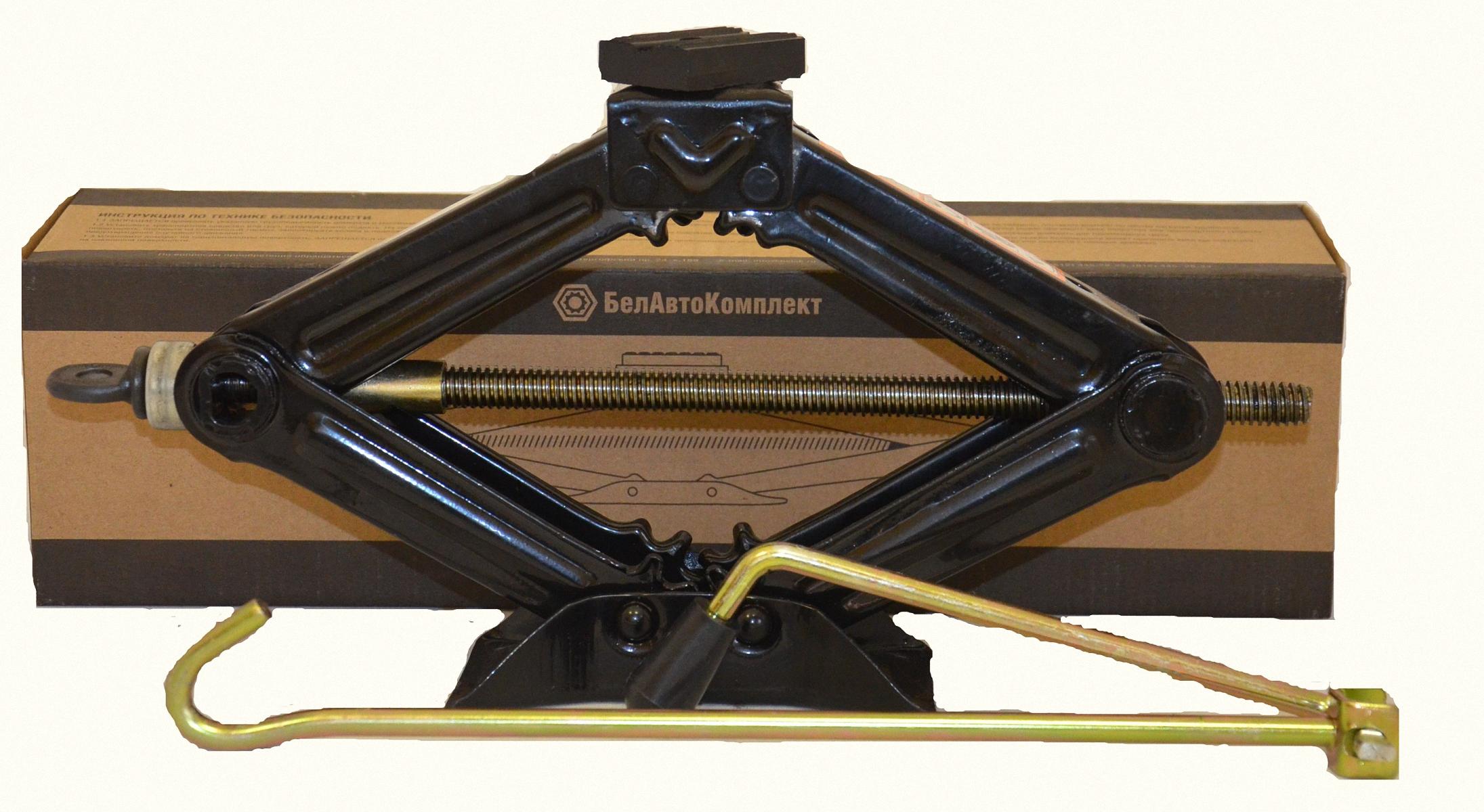 Домкрат бутылочный БелАвтоКомплект, ромбический, 1 тБАК.00057Домкраты ромбические грузоподъемностью 1 т используются при обслуживании легковых автомобилей. Конструкция этих устройств пользуется большой популярностью благодаря легкости, компактности, удобству эксплуатации. Высота подхвата - 100 мм Высота подъёма - 325 мм габаритная длина - 360 мм габаритная ширина - 80 мм длина рукоятки - 500 мм Опорная платформа - резина Масса складской упаковки - 16 кг масса изделия - 1,6 кг