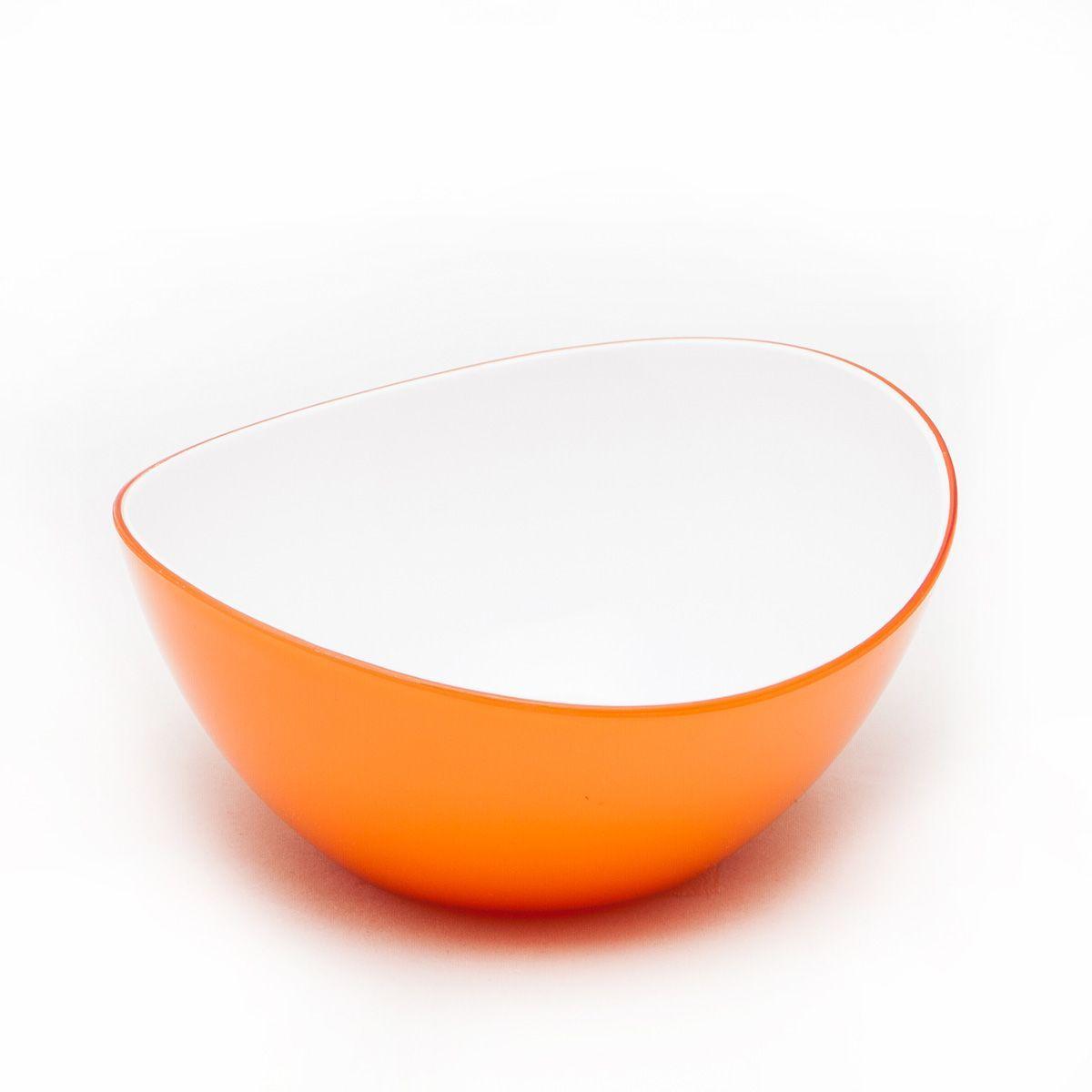 Миска MoulinVilla, цвет: оранжевый, длина 16 смL-16OМиска компании Moulinvilla изготовлена из высококачественного акрила. Благодаря оригинальному и привлекательному дизайну выполняет не только практичную, но и декоративную функцию. Белый цвет внутренней поверхности и сочный, интенсивный цвет снаружи отлично контрастируют. В ней можно сервировать салаты, фрукты, закуски, десерты, печенье, сладости и т.д. Состав: Акрил. Можно мыть в посудомоечной машине.
