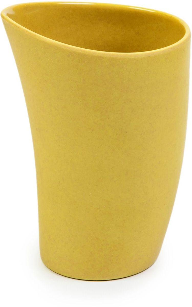 Чашка MOULINvilla, цвет: желтыйTSF-16-GЧашка MOULINvilla изготовлена из природного бамбука, очищенного от вредных примесей. Для окраски используются натуральные пищевые красители. Бамбук, сам по себе, является природным антисептиком. Эта уникальная особенность посуды гарантирует безопасность при эксплуатации и хранении различных видов пищевой продукции. Особенности: - 100% биодеградация: полное биоразложение после утилизации; - 100% экологически чистый продукт: не содержит пластик, меламин и химические соединения; - можно мыть в посудомоечной машине; - можно использовать для горячих и холодных продуктов (диапазон температур: от -20°С до 120°С); - нельзя использовать в СВЧ печах; - безопасно для детей. Современный дизайн и палитра красок посуды MOULINvilla делает ее красивым предметом интерьера современной кухни. Диаметр чашки по верхнему краю: 8,8 см. Высота стенки чашки: 12,5 см.