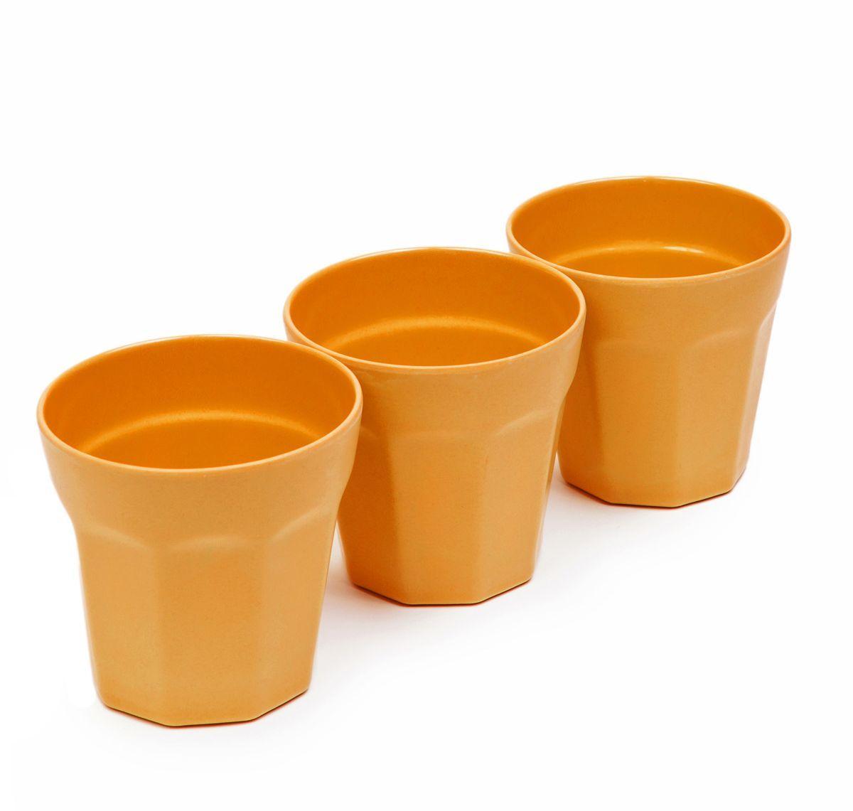 Набор стаканов MoulinVilla, цвет: оранжевый, 8,7 х 8,9 см, 3 штTSF-17-OНабор MoulinVilla состоит из трех стаканов. Предметы набора изготовлены из природного бамбука, очищенного от вредных примесей. Для окраски используются натуральные пищевые красители. Бамбук, сам по себе, является природным антисептиком. Эта уникальная особенность посуды гарантирует безопасность при эксплуатации и хранении различных видов пищевой продукции. Можно мыть в посудомоечной машине и в СВЧ-печах. Можно использовать для горячих и холодных продуктов (диапазон температур: от -20°С до 120°С). Диаметр стакана по верхнему краю: 8,7 см. Высота стенки стакана: 8,9 см.