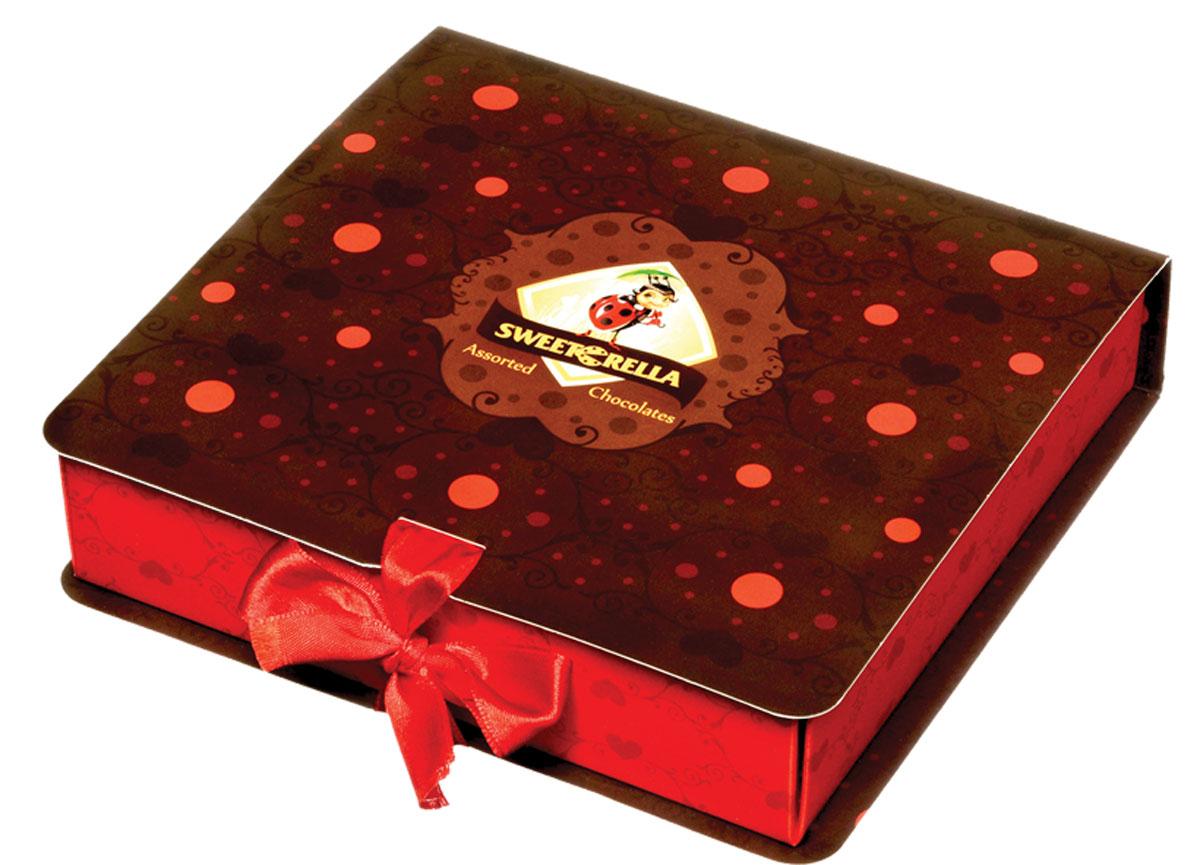Sweeterella набор шоколадных конфет шоколадная книжка, 120 г0120710Набор вкуснейших шоколадных конфет с начинками из детства в премиальной упаковке, выполненной в форме книжки с ленточкой! Набор шоколадных конфет с яркими начинками, напоминающие вкусы из детства и выполненные в необычной форме губок: - с начинкой Красная ягода в темном шоколаде; - с начинкой Садовые фрукты в молочном шоколаде; - с начинкой Цитрусовый микс в темном шоколаде.Уважаемые клиенты! Обращаем ваше внимание, что полный перечень состава продукта представлен на дополнительном изображении.