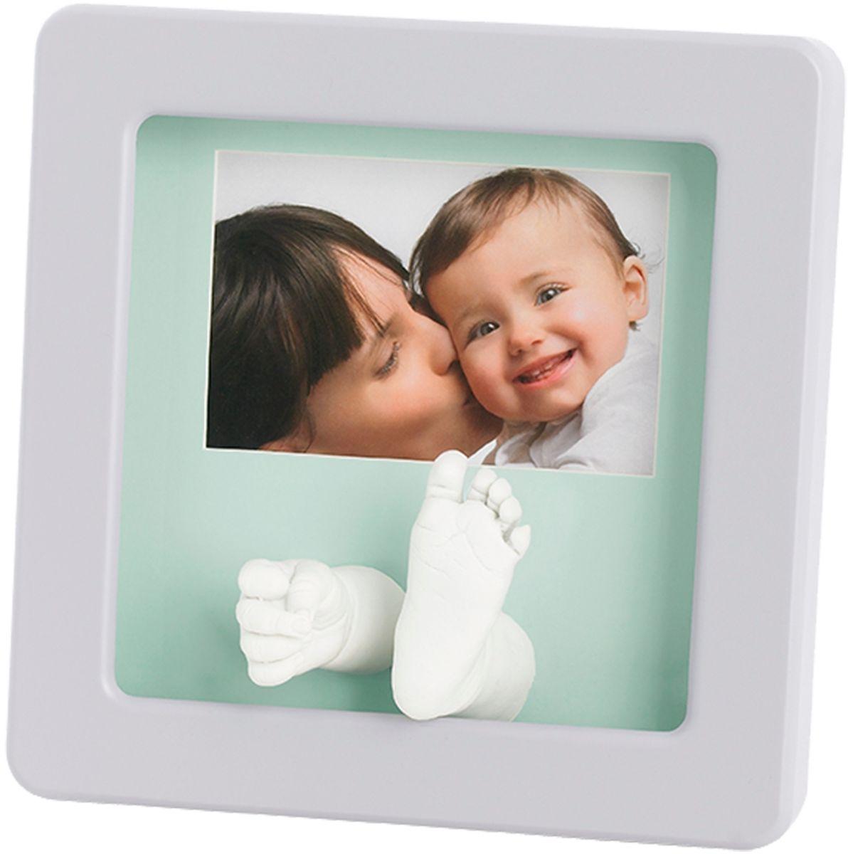 Baby Art Рамка для оттисков Кит Делюкс34120144Рамочка с отпечатком от компании Baby Art - это особый подход к созданию очаровательного подарка на память для этого особого периода жизни, с фотографией и обоими отпечатками ручки и ножки вашего ребенка. - Быстро и легко сделать отпечаток: не надо запекать, нет необходимости в дополнительных материалах, все уже включено в набор! - Можно делать несколько проб до сушки. - Очень быстро: создание идеального слепка всего за 2 минуты (не включая процесс сушки).