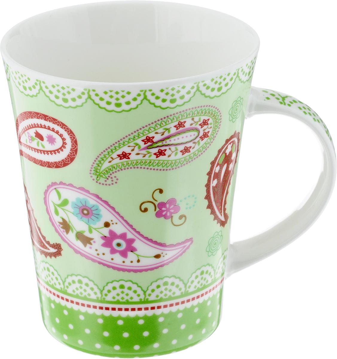 Кружка Loraine, цвет: салатовый, красный, 400 мл. 22116115610Кружка Loraine изготовлена из высококачественного фарфора. Изделие оформлено ярким рисунком. Благодаря своим термостатическим свойствам, изделие отлично сохраняет температуру содержимого - морозной зимой кружка будет согревать вас горячим чаем, а знойным летом, напротив, радовать прохладными напитками. Такой аксессуар создаст атмосферу тепла и уюта, настроит на позитивный лад и подарит хорошее настроение с самого утра. Это оригинальное изделие идеально подойдет в подарок близкому человеку. Диаметр (по верхнему краю): 9 см.Высота кружки: 11 см. Объем: 400 мл.