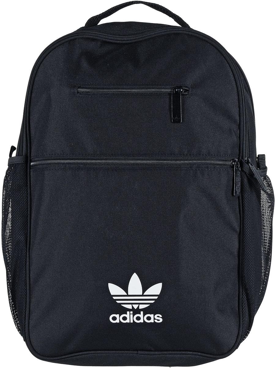 Рюкзак спортивный Adidas Trefoil, цвет: черный, 23 лЛЦ0009Спортивный рюкзак Adidas Trefoil выполнен из полиэстера.Изделие имеет два отделения, которые застегиваются на застежки-молнии. Одно отделение предназначено для ноутбука. Внутри другого находятся два накладных кармана, один из которых на застежке-молнии. Снаружи, на передней стенке расположены накладной и прорезной карманы на застежках-молниях, по бокам - накладные сетчатые карманы для бутылок с водой.Рюкзак оснащен широкими регулируемыми лямками и ручкой для переноски в руке.