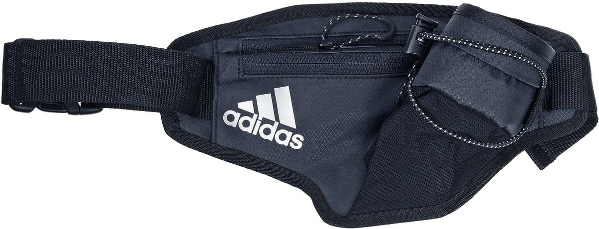 Сумка поясная для бега Adidas Running Bottle Waistbag, цвет: черныйS96349Поясная сумка Adidas Running Bottle Waistbag станет незаменимой во время пробежек. Изделие, выполненное из полиэстера, имеет два нашивных кармана с застежками-молниями, внутри одного из которых находится накладной сетчатый карман, и нашивной карман для бутылки с водой, дополнительно фиксирующийся на эластичный регулируемый шнурок. Фиксируется сумка на поясе с помощью регулируемого ремешка с застежкой-фастекс.
