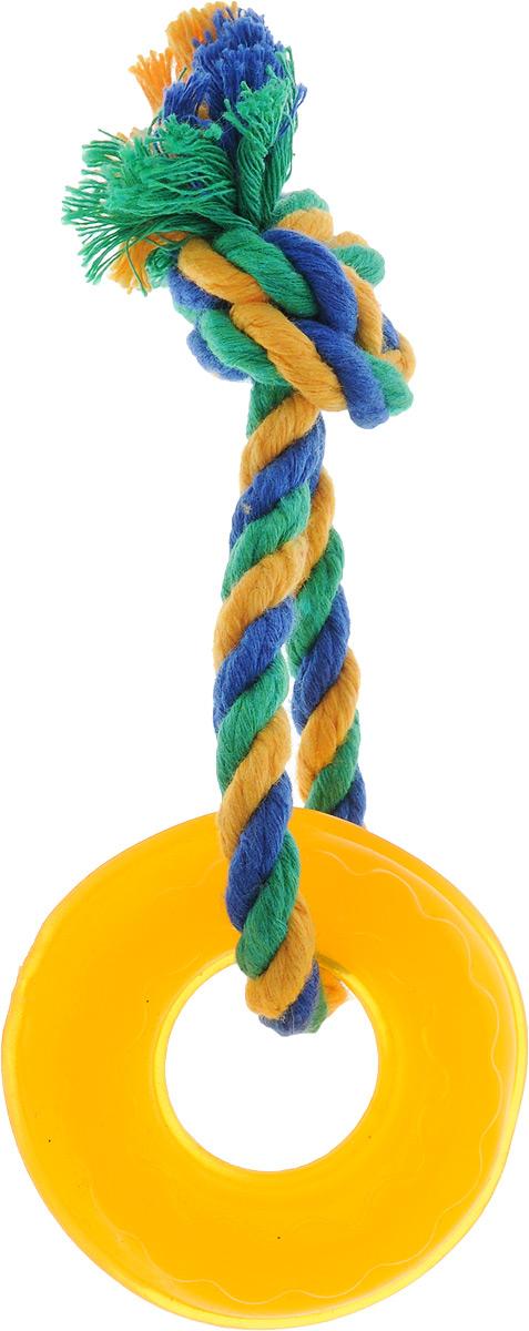 Игрушка для собак Doglike Кольцо Мини, с канатом, длина 17 см0120710Игрушка Doglike Кольцо Мини служит для массажа десен и очистки зубов от налета и камня, а также снимает нервное напряжение. Игрушка представляет собой резиновое кольцо с завязанным текстильным канатом. Она прочная и может выдержать огромное количество часов игры. Это идеальная замена косточке.Если ваш пес портит мебель, излишне агрессивен, непослушен или страдает излишним весом то, скорее всего, корень всех бед кроется в недостаточной физической и эмоциональной нагрузке. Порадуйте своего питомца прекрасным и качественным подарком.Размер игрушки: 6,5 х 6,5 х 2 см. Длина игрушки (с канатом): 17 см.
