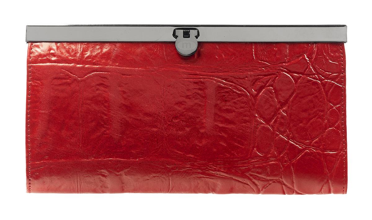 Кошелек Malgrado, цвет: красный. 73003-29102#73003-29102#Стильный кошелек Malgrado выполнен из лаковой натуральной кожи красного цвета с декоративным тиснением. Внутри содержит два горизонтальных кармана из кожи для бумаг, четыре кармашка для кредитных карт, два кармашка со вставками из прозрачного пластика, отделение на молнии для мелочи и четыре отделения для купюр. Кошелек упакован в подарочную металлическую коробку с логотипом фирмы. Такой кошелек станет замечательным подарком человеку, ценящему качественные и практичные вещи. Характеристики: Материал: натуральная кожа, текстиль, металл. Размер кошелька: 19 см х 10 см х 2 см. Цвет: красный. Размер упаковки: 23 см х 13 см х 4,5 см. Артикул: 73003-19902.
