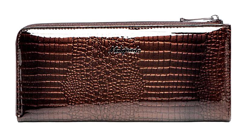 Кошелек женский Malgrado, цвет: коричневый. 76002-0141176002-01411# CoffeeКлатч-кошелек Malgrado выполнен из натуральной лаковой кожи коричневого цвета с тиснением под рептилию. Клатч-кошелек закрывается на застежку-молнию. Внутри - два отделения для купюр, два кармана для бумаг, карман для мелочи на застежке-молнии и двенадцать кармашков для дисконтных карт, визиток и кредиток. На задней стенке с внешней стороны расположен карман на застежке-молнии. Модель клатча-кошелька очень актуальна благодаря качеству исполнения, оригинальному дизайну и удобному размеру. Клатч-кошелек упакован в фирменную металлическую коробку. Характеристики: Материал: натуральная кожа, текстиль, металл. Цвет: коричневый. Размер клатча-кошелька: 19,5 см х 9 см х 2 см. Размер упаковки: 23 см х 13 см х 5 см. Артикул: 76002-01411# Coffee.