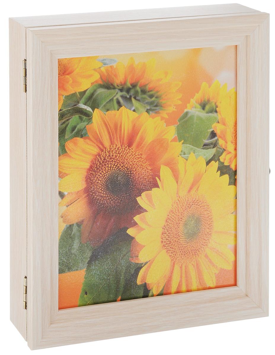Вешалка-ключница Milarte Лайн, 30 х 25 х 5 см. KLVD-108007KLVD-108007Вешалка-ключница Milarte Лайн, выполненная из МДФ, ПВХ и бумаги, украсит интерьер помещения, а также поможет создать атмосферу уюта. Ключница, декорированная оригинальным изображением, станет не только украшением вашего дома, но и послужит функционально: она представляет собой ящичек, внутри которого предусмотрено семь металлических крючков для ключей, расположенных в два ряда. Дверца изделия фиксируется к корпусу на крючок. Вешалка-ключница подвешивается на стену, крепежные элементы входят в комплект. Украсив помещение такой необычной ключницей, вы привнесете в свой интерьер элемент оригинальности. Можно протирать сухой, мягкой тканью. Размер ключницы: 30 х 25 х 5 см. Внутренний размер вешалки-ключницы: 23,5 х 29 х 3,5 см. Расстояние между рядами: 8 см.