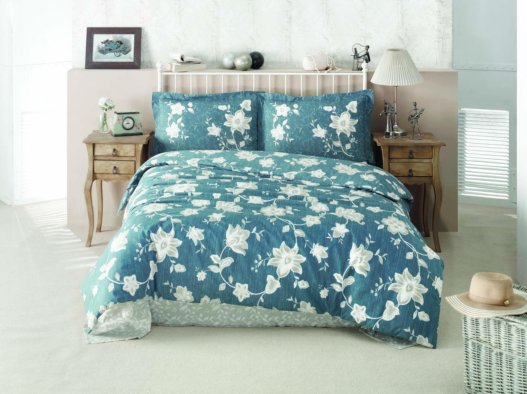 Комплект белья Clasy Belinay, семейный, наволочки 50х70, цвет: синийS03301004Комплект постельного белья Clasy Belinay изготовлен в Турции из высококачественного ранфорса на одной из ведущих фабрик.Выбирая постельное белье Clasy Belinay вы будете приятно удивлены качественной выделкой ткани, красивыми и модными расцветками, а так же его отличным качеством. Все наволочки у комплектов Clasy Belinay имеют клапан без пуговиц и молнии. Все пододеяльники с пуговицами.