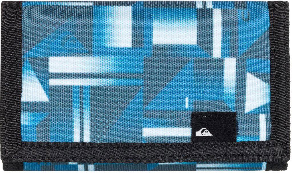 Кошелек мужской Quiksilver The Everyday, цвет: голубой. EQYAA03468-BSW6BM8434-58AEМужской кошелек от Quiksilver выполнен из полиэстера и оформлен оригинальным принтом. У модели складной дизайн, три секции, внешний кармашек для мелочи на молнии, много отделений для карточек, отделение для банкнот. Застегивается на липучку.