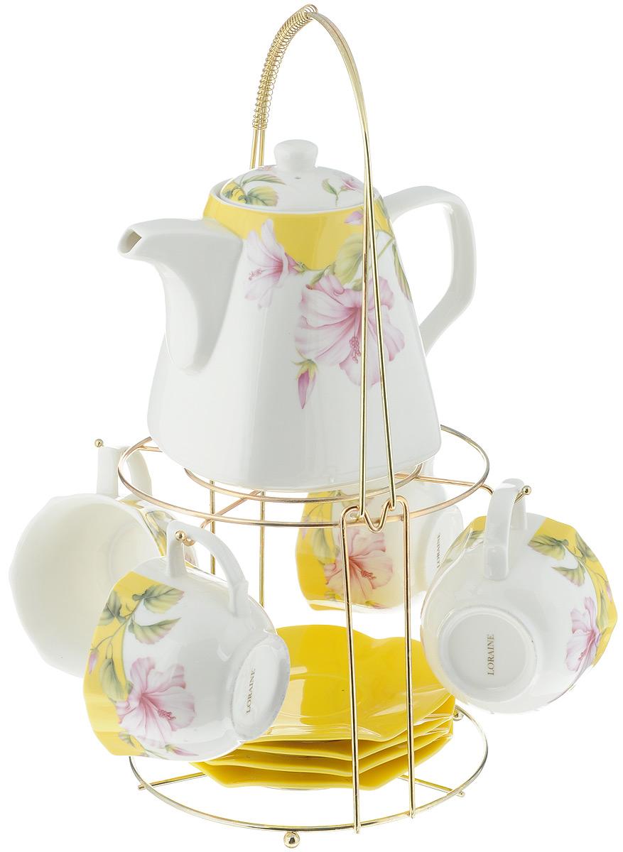 Набор чайный Loraine, на подставке, 10 предметов. 2473624736Чайный набор Loraine состоит из 4 чашек, 4 блюдец, заварочного чайника и подставки. Посуда изготовлена из качественной глазурованной керамики и оформлена изображением цветов. Блюдца и чашки имеют необычную фигурную форму. Все предметы располагаются на удобной металлической подставке с ручкой. Элегантный дизайн набора придется по вкусу и ценителям классики, и тем, кто предпочитает современный стиль. Он настроит на позитивный лад и подарит хорошее настроение с самого утра. Чайный набор Loraine идеально подойдет для сервировки стола и станет отличным подарком к любому празднику. Можно использовать в СВЧ и мыть в посудомоечной машине. Объем чашки: 250 мл. Размеры чашки (по верхнему краю): 8,7 х 9 см. Высота чашки: 6,2 см. Диаметр блюдца: 14 см. Высота блюдца: 1,5 см. Объем чайника: 1,1 л. Размер чайника (без учета ручки и носика): 13 х 13 х 13 см. Размер подставки: 18 х 18 х 37 см.