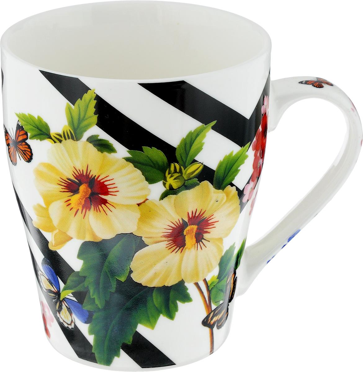 Кружка Loraine Цветы, 340 мл. 24450115510Кружка Loraine Цветы изготовлена из прочного качественного костяного фарфора. Изделие оформлено красочным рисунком. Благодаря своим термостатическим свойствам, изделие отлично сохраняет температуру содержимого - морозной зимой кружка будет согревать вас горячим чаем, а знойным летом, напротив, радовать прохладными напитками. Такой аксессуар создаст атмосферу тепла и уюта, настроит на позитивный лад и подарит хорошее настроение с самого утра. Это оригинальное изделие идеально подойдет в подарок близкому человеку. Диаметр (по верхнему краю): 8,3 см.Высота кружки: 10 см. Объем: 340 мл.