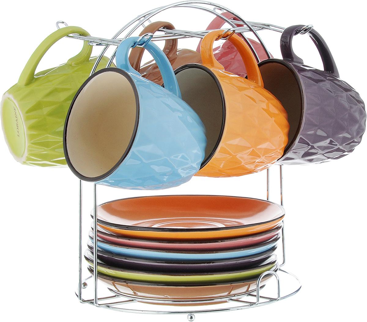 Набор чайный Loraine, на подставке, 13 предметов. 2464924649Набор Loraine состоит из 6 чашек и 6 блюдец, изготовленных из высококачественной керамики разных цветов. Набор удобно располагается на металлической подставке. Изящный дизайн придется по вкусу и ценителям классики, и тем, кто предпочитает утонченность и изысканность. Он настроит на позитивный лад и подарит хорошее настроение с самого утра. Можно использовать в микроволновой печи и мыть в посудомоечной машине. Диаметр чашки (по верхнему краю): 7,5 см. Высота чашки: 7,5 см. Объем чашки: 220 мл. Диаметр блюдца: 14,5см. Высота блюдца: 2 см. Размер подставки: 19 х 19 х 22 см.