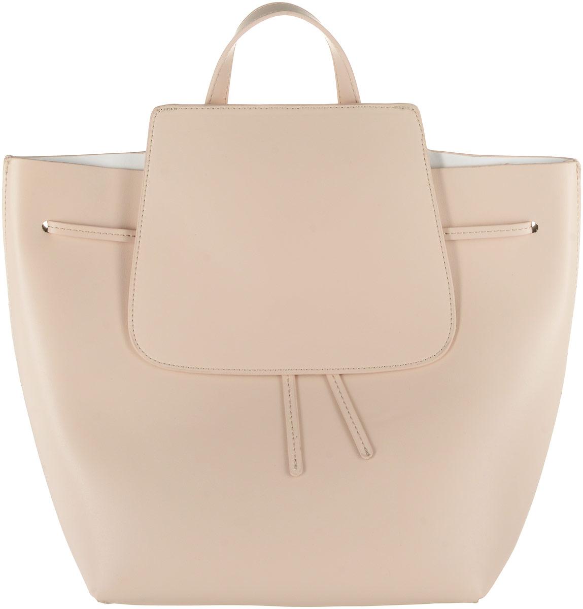 Рюкзак женский Vitacci, цвет: бежевый. HG0014HG0014Стильный женский рюкзак Vitacci выполнен из искусственной кожи. Рюкзак имеет одно основное отделение, которое закрывается на затягивающийся шнурок и клапан с магнитной кнопкой. Внутри карман на застежке-молнии. Рюкзак оснащен двумя регулируемыми по длине лямками и петлей для подвешивания.