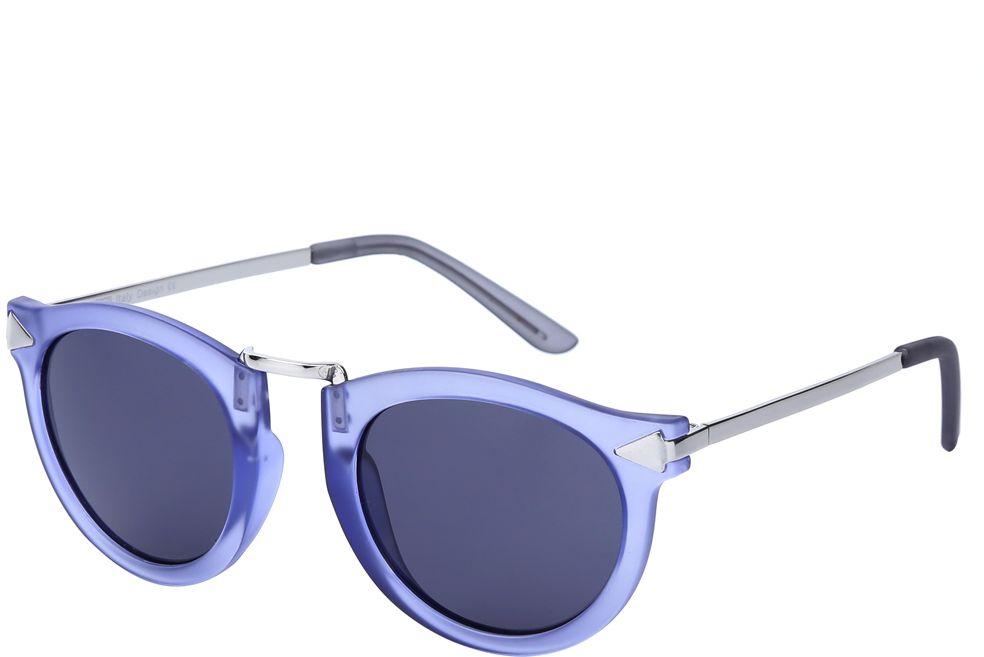 Очки солнцезащитные женские Fabretti, цвет: сиреневый, серебристый. J173475-1FM-550-OSМодные женские очки от итальянского бренда Fabretti выполнены в ретро-стиле, который прекрасно подойдет ко всем типам лица и прекрасно подчеркнет ваши скулы. Сочетание сиреневого и серебристого цвета оправы придаст любому образу нотки итальянского шика, а фиолетовый градиентные линзы подчеркнут вашу элегантность. Высокая степень защиты от солнечных лучей и надежное крепление дужек, - все это превращает модель в уникальный аксессуар, который будет украшать вас на протяжении нескольких модных сезонов.