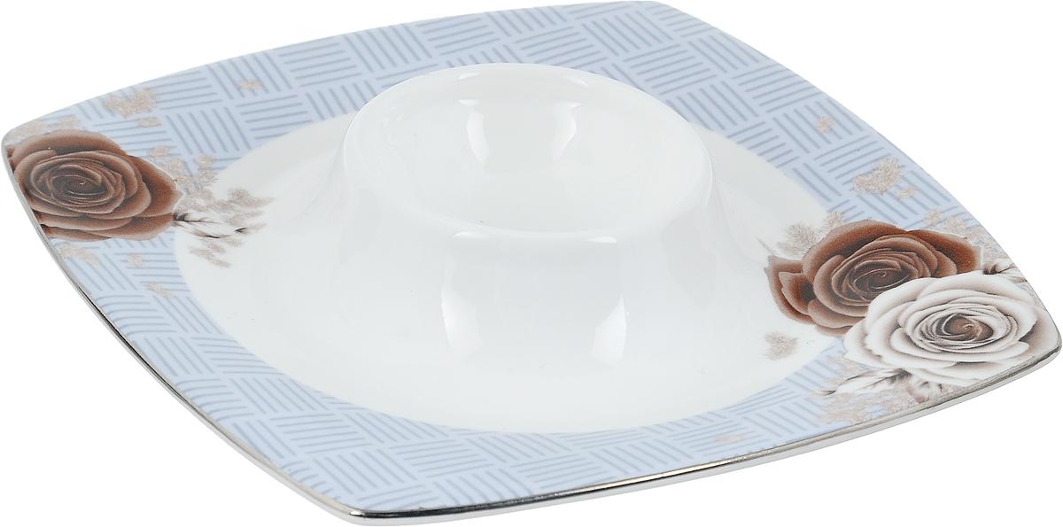 Подставка под яйцо Дэниш, 12,5 х 12,5 х 3,5 смVT-1520(SR)Подставка под яйцо Дэниш изготовлена из высококачественной глазурованного фарфора. Изделие декорировано цветочным рисунком. Подставка под яйцо Дэниш - идеальный вариант для пасхального декора интерьера. Такая подставка красиво оформит праздничный стол и создаст особое настроение. Диаметр выемки для яйца: 4,5 см.Общий размер подставки: 12,5 х 12,5 х 3,5 см.