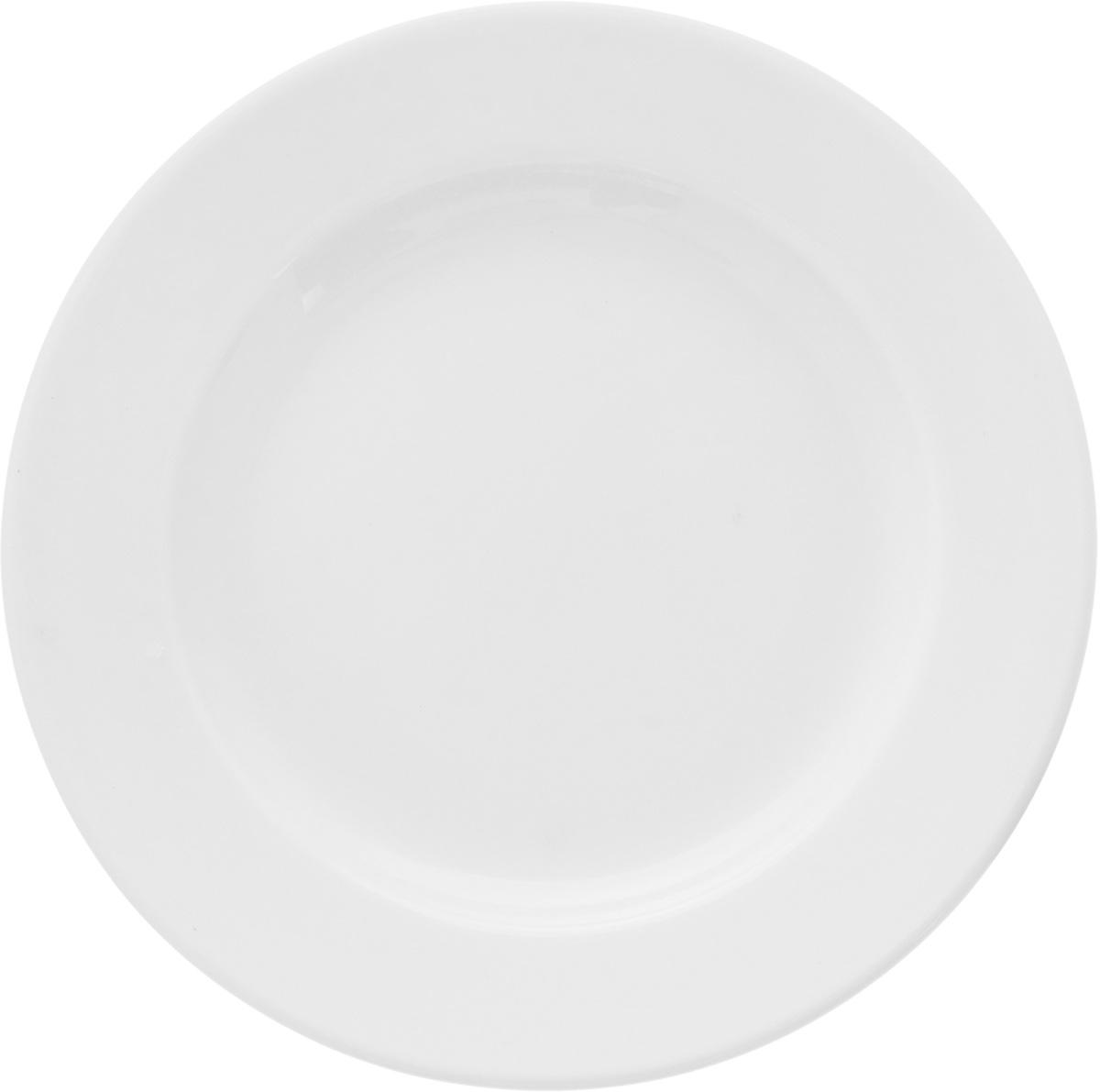 Тарелка мелкая Ariane Прайм, диаметр 14,5 смAPRARN11015Мелкая тарелка Ariane Прайм, изготовленная из высококачественного фарфора, имеет классическую круглую форму. Такая тарелка прекрасно подходит как для торжественных случаев, так и для повседневного использования. Идеальна для подачи десертов, пирожных, тортов и многого другого. Она прекрасно оформит стол и станет отличным дополнением к вашей коллекции кухонной посуды. Можно мыть в посудомоечной машине и использовать в микроволновой печи. Высота: 2 см. Диаметр тарелки: 14,5 см.