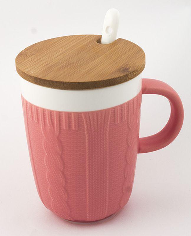 Кружка Эврика Вязанная, цвет: розовый, 300 млVT-1520(SR)Долгими зимними вечерами, в осеннюю слякоть или вecеннюю распутицу приятно согреться кружкой чего-нибудь горячего, особенно, если она тоже одета в тёплый вязаный свитер. В комплект входит керамическая ложечка и крышка из бамбука, предохраняющая напиток от остывания. Уютный домашний дизайн, экологичные материалы, качественная упаковка делают эту кружку прекрасным подарком.