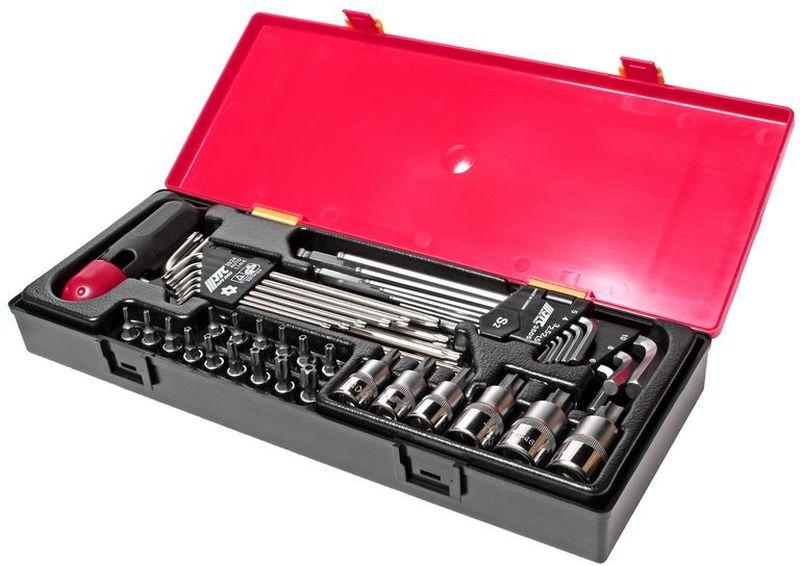 Набор инструментов JTC, 40 предметов. JTC-K1401JTC-K1401Набор инструментов JTC изготовлен из высококачественной стали. Для удобства хранения и транспортировки набор упакован и пластиковый кейс. В комплекте: - набор г-образных ключей Тоrx с отверстием: T10H, T15H, T20H, T25H, T27H, T30H, T40H, T45H, T50H + рукоятка - 10 шт. - набор длинных шестигранников с шаром: H1.5, H2, H2.5, H3, H4, H5, H6, H8, H10 - 9 шт. - набор 5-гранных насадок Тоrx 1/4: TS10H, TS15H, TS20H, TS25H, TS27H, TS30H, TS40H, TS45H, TS50H - 9 шт. - головка 1/4 с насадкой Тоrx с отверстием: T10H, T15H, T20H, T25H, T27H, T30H - 6 шт. - головка 3/8 с насадкой Torx с отверстием: T40H, T45H, T50H - 3 шт. - головка 1/2 с насадкой Torx: T55H, T60H, T70H - 3 шт.