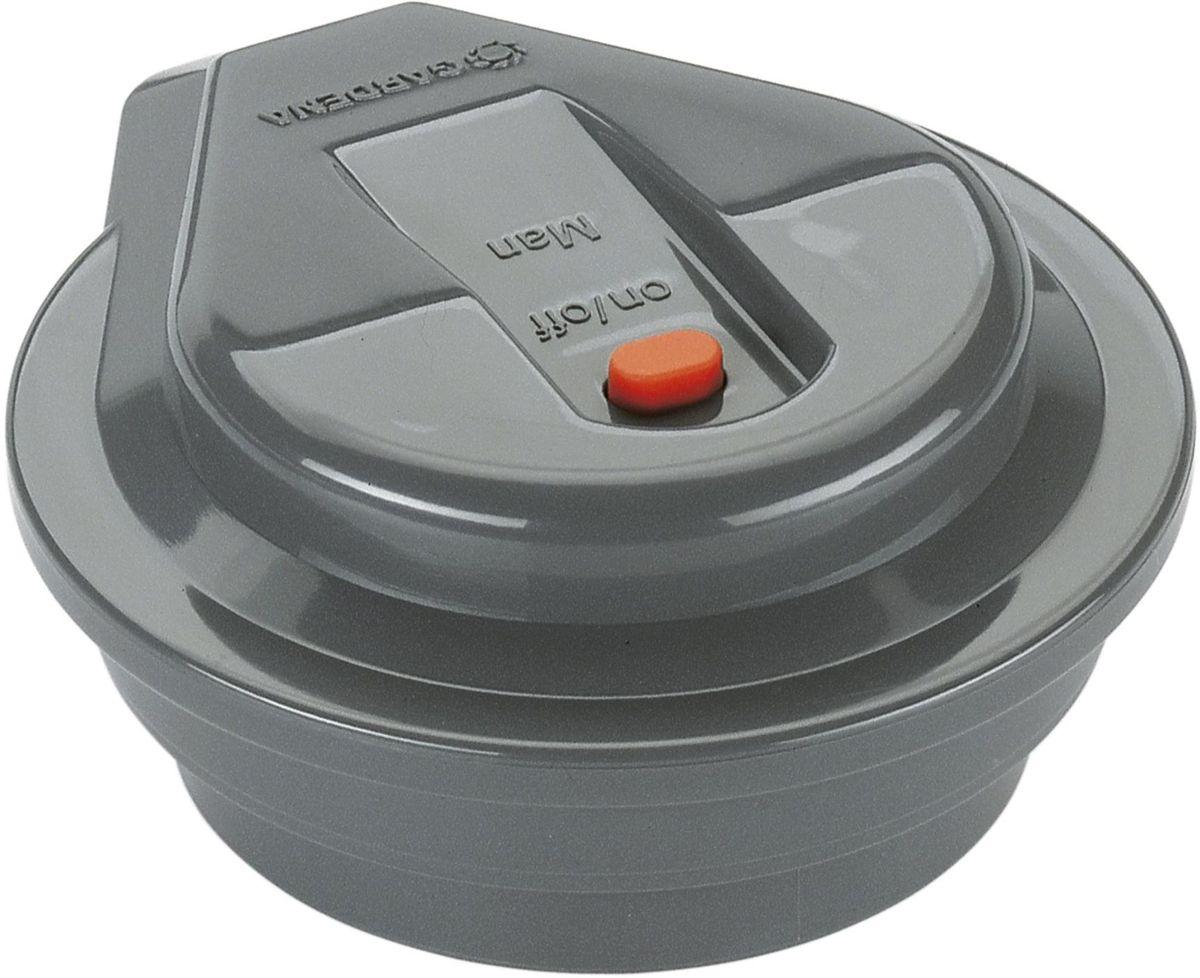 Регулятор Gardena. 01250-29.000.0001250-29.000.00Регуляторы GARDENA предназначены для управления работой клапанов для полива 9 В GARDENA (арт. 1251-20), которые, в свою очередь, управляют процессом полива на базе запрограммированных режимов. Регулятор GARDENA программируется с помощью блока управления клапанами для полива GARDENA (арт. 1241-20), обеспечивающего перенос данных простым нажатием кнопки после подключения клапана. Для работы устройства необходима щелочная батарейка 9В (не входит в комплект поставки). Такой батарейки хватает примерно на один год работы устройства. Для сокращения расхода воды к регулятору могут быть подключены датчик дождя или датчик влажности почвы GARDENA.