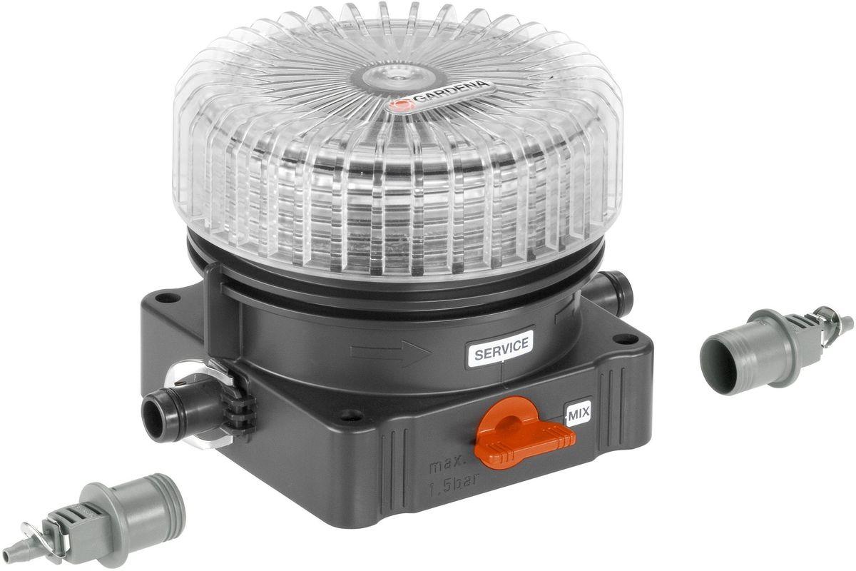Дозатор для удобрений Gardena. 08313-20.000.0008313-20.000.00Дозатор для удобрений GARDENA идеально подходит для внесения универсального жидкого удобрения GARDENA (арт. 8303-20) и использования вместе с системой микрокапельного полива GARDENA Micro-Drip-System. Широкое заливочное горло и клапан для слива жидкости перед морозной погодой или перед заполнением жидким удобрением делают дозатор очень удобным в использовании. Степень наполненности дозатора может контролироваться с помощью индикатора уровня. Дозатор для удобрений поставляется с соединительной арматурой для соединения с магистральным и подающим шлангами. Использование патентованной технологии быстрого подсоединения Quick & Easy гарантирует чрезвычайно простую установку дозатора.