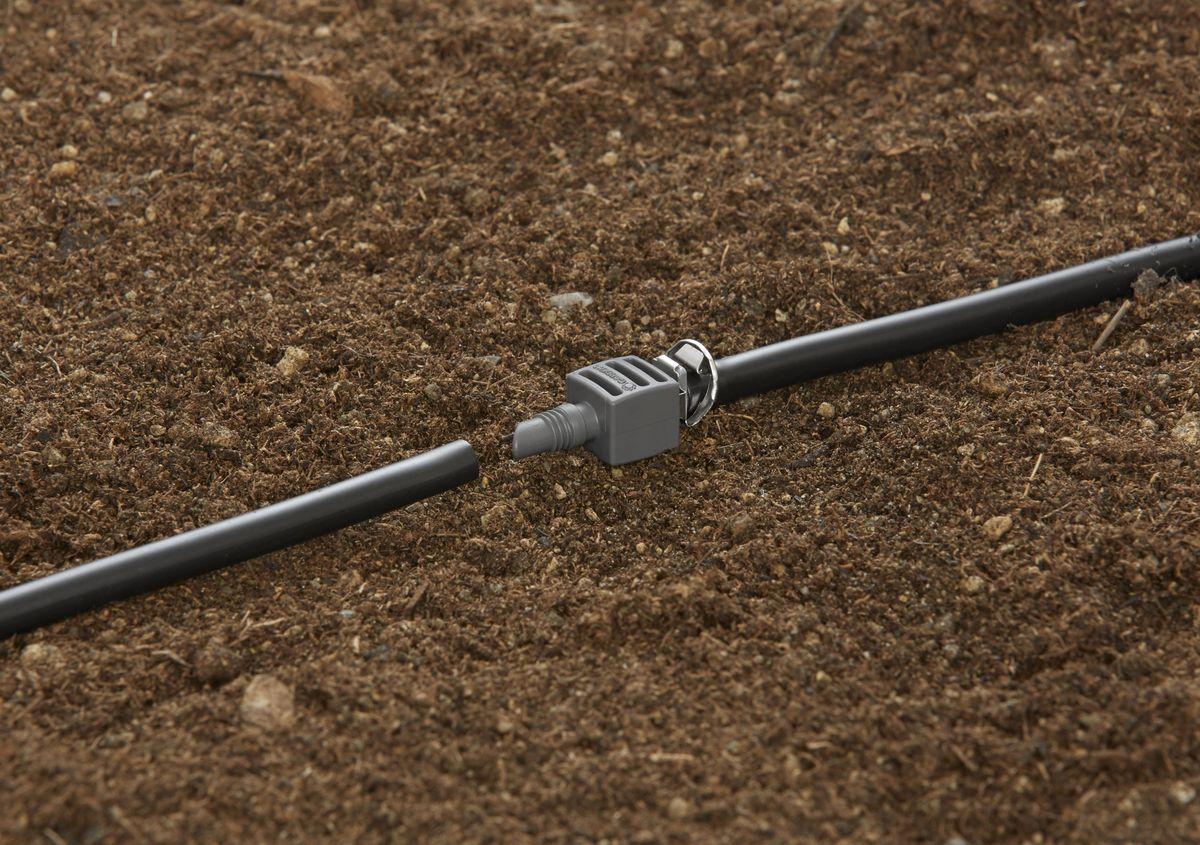 Соединитель Gardena, 4,6 мм (3/16), 10 шт. 08337-29.000.0008337-29.000.00Соединитель GARDENA является элементом системы микрокапельного полива GARDENA Micro-Drip-System и предназначен для наращивания подающего шланга. Благодаря патентованной технологии быстрого подсоединения Quick & Easy, установка соединителя чрезвычайно проста. В комплект поставки входят десять соединителей.