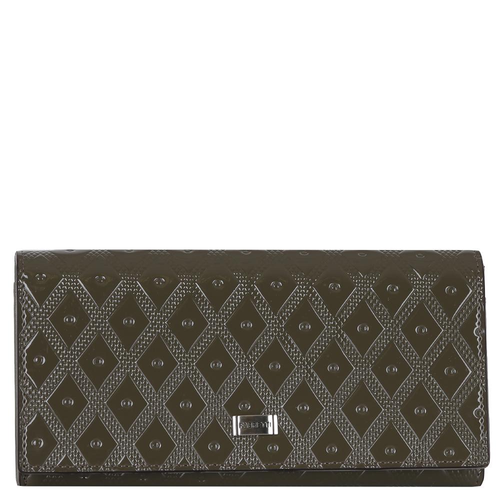 Кошелек женский Fabretti, цвет: темно-серый. 7203772037-grey LЭлегантный кошелек от итальянского бренда Fabretti выполнен из натуральной кожи с лакированным покрытием, которая имеет невероятно гладкую фактуру. Внутри модели находятся 5 вместительных отделений для купюр, одно из которых закрывается на удобную молнию. Также вы сможете разместить свои дисконтные и кредитные карты с помощью 14 карманов. На лицевой части аксессуара есть глубокий потайной карман на молнии. Кошелек закрывается на прочную заклепку с логотипом бренда.