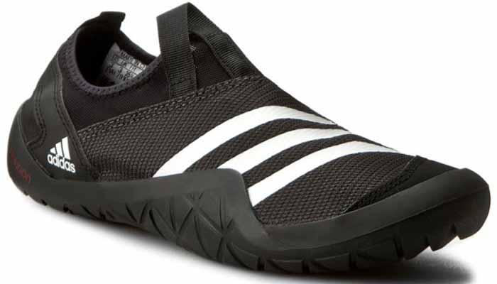 Обувь для кораллов adidas Performance Climacool Jawpaw Sl, цвет: черный. BB5444. Размер 7 (39)463-001T-17s-8/02-16Обувь для кораллов от Adidas Performance Climacool Jawpaw Sl предназначена для пляжного отдыха, плавания в открытой воде, а также для любых видов водного спорта. Модель выполнена из плотного текстиля с добавлением искусственного материала. Детали: уплотненный мыс и пятка, подкладка из искусственного материала, плоская резиновая подошва. Такая обувь не только защитит ступни ног при хождении по каменистому дну, а также от горячего песка при хождении по пляжу, но и обеспечит комфорт.