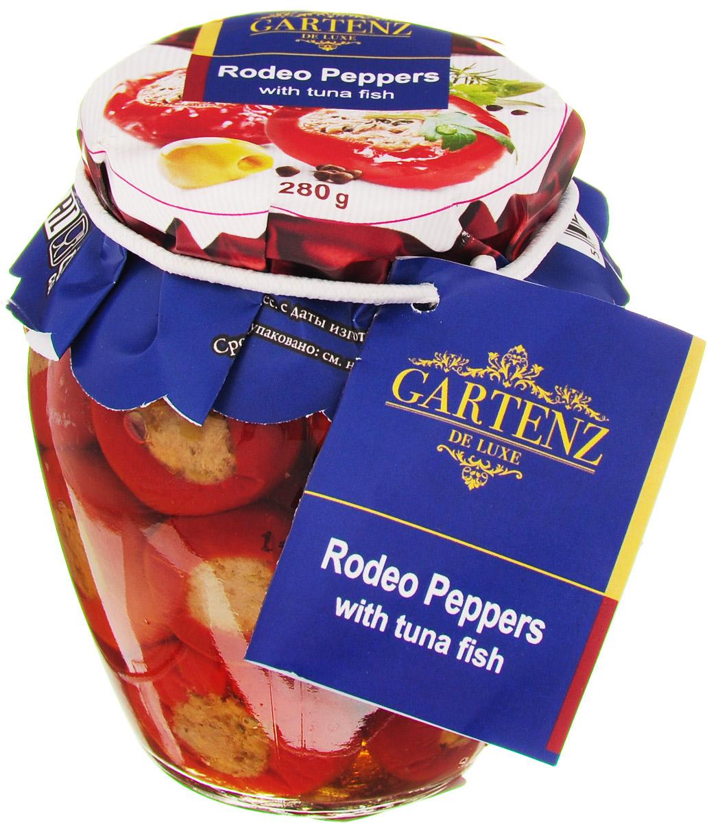 Gartenz de Luxe перчики фаршированные тунцом, 280 гоаа017Отборные красные перчики Родео, выращенные на полях Македонии, фаршированы тунцом с оливками и каперсами. Отлично подойдут к любому столу и могут подаваться на Ваш выбор в качестве пикантной закуски или гарнира. Приятного аппетита! Продукция под торговой маркой Gartenz de Luxe ориентирована на удовлетворение самых изысканных вкусовых предпочтений. Овощные деликатесы Gartenz de Luxe объединяют в себе уникальную рецептуру, использование отборных овощей, отсутствие искусственных добавок, и яркий, контрастный дизайн. Строгий отбор и непрерывный тщательный контроль сырья опытными специалистами, в сочетании с высокими технологиями производства, позволяют поддерживать стабильно высокое качество всей линейки Gartenz de Luxe. Перец и баклажаны, используемые для производства овощных закусок Gartenz de Luxe выращиваются в Македонии. Перед приготовлением овощи очищаются, обжигаются на открытом огне и режутся на кусочки. Процесс приготовления происходит при низких температурах (50 С),...