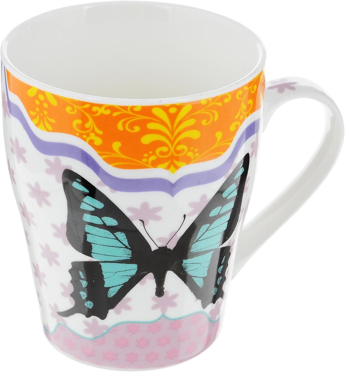 Кружка Loraine Бабочка, цвет: белый, бирюзовый, черный, 340 млVT-1520(SR)Кружка Loraine Бабочка изготовлена из прочного качественного костяного фарфора. Изделие оформлено красочным рисунком. Благодаря своим термостатическим свойствам, изделие отлично сохраняет температуру содержимого - морозной зимой кружка будет согревать вас горячим чаем, а знойным летом, напротив, радовать прохладными напитками. Такой аксессуар создаст атмосферу тепла и уюта, настроит на позитивный лад и подарит хорошее настроение с самого утра. Это оригинальное изделие идеально подойдет в подарок близкому человеку. Диаметр (по верхнему краю): 8 см.Высота кружки: 10 см.