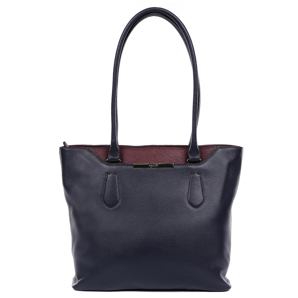 Сумка женская Palio, цвет: темно-синий. 14737A1-W1-819/39914737A1-W1-819/399Изысканная женская сумка Palio выполнена из натуральной плотной кожи, которая держит форму и имеет мягкую и пористую фактуру. Элегантный темно-синий цвет, изящное крепление ручек и яркая фурнитура, выполненная в золотом цвете,- такой дизайн непременно дополнит любой современный образ. Ультрамодная комбинация разных типов кож, элегантная вставка под рептилию позволит вам подчеркнуть свой уникальный вкус. Сумка имеет одно вместительное отделение, которое разделено карманом на молнии. Внутри аксессуара вы с легкостью расположите свой сотовый телефон и другие женские мелочи за счет удобных карманов. На передней и тыльной стороне модели дизайнеры разместили вместительный карман, который закрывается на стильную молнию с кожаным поводком. Сумка с легкостью вмещает формат A4.