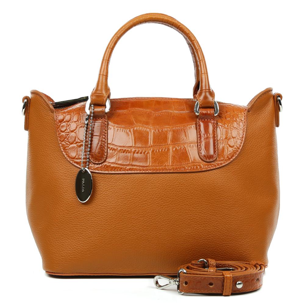 Сумка женская Palio, цвет: рыжий. 14714A2-W2-566/52514714A2-W2-566/525Изысканная сумка Palio выполнена из натуральной плотной кожи, которая держит форму и имеет мягкую пористую фактуру. Аристократичный и глубокий коричневый оттенок, изысканная серебряная фурнитура и удобное крепление ручек – именно такая модель в этом сезоне должна быть в гардеробе каждой модницы. В отделке аксессуара дизайнеры использовали ультрамодное тиснение под рептилию. С таким изделием вы будете самой элегантной, как на деловой бизнес-встрече, так и на приятном дружеском ужине . Сумка имеет одно отделение, которое разделено отделением на молнии. Внутри аксессуара вы с легкостью расположите свой сотовый телефон и другие женские мелочи с помощью удобных и вместительных отсеков. Изделие очень компактно, не вмещает документы формата A4. В комплекте аксессуар имеет тонкий кожаный ремешок, благодаря которому сумку можно носить на плече.
