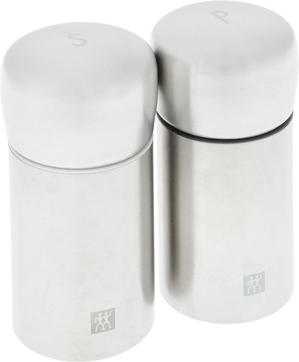 Набор мельниц для соли и перца Zwilling, 2 шт39500-025Набор Zwilling состоит из двух механических мельниц, которые быстро и качественно перемелют любые специи. Корпус изделия выполнен из нержавеющей стали, а измельчающий механизм из керамики. Мельницы могут помолоть все приправы, в том числе перец горошком и крупную морскую соль. Стильный и практичный набор мельниц станет незаменимым на вашей кухне. Высота мельницы: 10 см. Диаметр основания: 4,7 см.