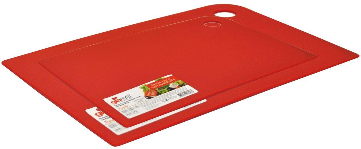 Набор разделочных досок Giaretti Elastico, цвет: красный, 2 предмета. GR1885ЧЕРИGR1885ЧЕРИМаленькие и большие, под хлеб или сыр, овощи или мясо. Разделочных досок много не бывает. Giaretti предлагает новинку – гибкие доски. Преимущества: не скользит по поверхности стола - Вы можете резать продукты и не отвлекаться на мелочи; удобно использовать - на гибкой доске Вы сможете порезать продукты, согнув доску переложить их в блюдо и не рассыпать содержимое; легкие доски займут мало места на Вашей кухне; легко моются в посудомоечной машине; 2 оптимальных размера досок позволят Вам порезать небольшой кусок сыра или нашинковать много овощей. Вы можете купить доску как штучно, так и в наборе, и максимально эффективно организовать пространство на кухне.