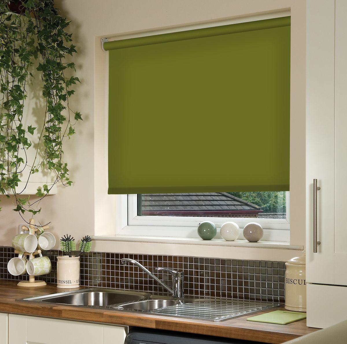 Штора рулонная Эскар, цвет: темно-оливковый, ширина 60 см, высота 170 см10503Рулонными шторами можно оформлять окна как самостоятельно, так и использовать в комбинации с портьерами. Это поможет предотвратить выгорание дорогой ткани на солнце и соединит функционал рулонных с красотой навесных.Преимущества применения рулонных штор для пластиковых окон:- имеют прекрасный внешний вид: многообразие и фактурность материала изделия отлично смотрятся в любом интерьере; - многофункциональны: есть возможность подобрать шторы способные эффективно защитить комнату от солнца, при этом о на не будет слишком темной. - Есть возможность осуществить быстрый монтаж. ВНИМАНИЕ! Размеры ширины изделия указаны по ширине ткани!Во время эксплуатации не рекомендуется полностью разматывать рулон, чтобы не оторвать ткань от намоточного вала.В случае загрязнения поверхности ткани, чистку шторы проводят одним из способов, в зависимости от типа загрязнения: легкое поверхностное загрязнение можно удалить при помощи канцелярского ластика; чистка от пыли производится сухим методом при помощи пылесоса с мягкой щеткой-насадкой; для удаления пятна используйте мягкую губку с пенообразующим неагрессивным моющим средством или пятновыводитель на натуральной основе (нельзя применять растворители).