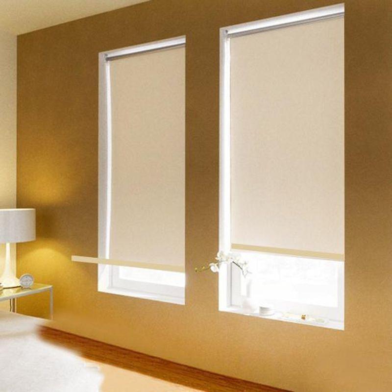 Штора рулонная Эскар Blackout, светоотражающая, цвет: бежевый, ширина 130 см, высота 170 смZ-0307Рулонными шторами можно оформлять окна как самостоятельно, так и использовать в комбинации с портьерами. Это поможет предотвратить выгорание дорогой ткани на солнце и соединит функционал рулонных с красотой навесных. Преимущества применения рулонных штор для пластиковых окон: - имеют прекрасный внешний вид: многообразие и фактурность материала изделия отлично смотрятся в любом интерьере;- многофункциональны: есть возможность подобрать шторы способные эффективно защитить комнату от солнца, при этом она не будет слишком темной. - Есть возможность осуществить быстрый монтаж.ВНИМАНИЕ! Размеры ширины изделия указаны по ширине ткани! Во время эксплуатации не рекомендуется полностью разматывать рулон, чтобы не оторвать ткань от намоточного вала. В случае загрязнения поверхности ткани, чистку шторы проводят одним из способов, в зависимости от типа загрязнения:легкое поверхностное загрязнение можно удалить при помощи канцелярского ластика;чистка от пыли производится сухим методом при помощи пылесоса с мягкой щеткой-насадкой;для удаления пятна используйте мягкую губку с пенообразующим неагрессивным моющим средством или пятновыводитель на натуральной основе (нельзя применять растворители).