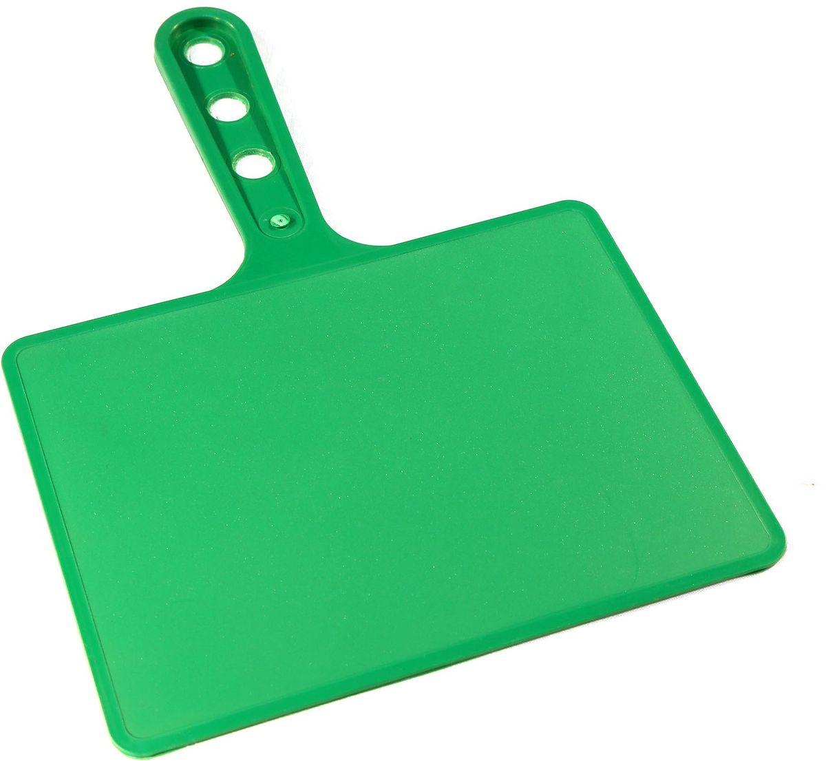 Веер для мангала BG, цвет: зеленый. 15018119201Предназначен для раздува углей в мангале. Изготовлен из высококачественного пластика(ПЭНД), одна сторона глянец, вторая шагрень. Ручка имеет 3 отверстия. Можно использовать как разделочную доску для мяса, нарезки овощей или хлеба. Рабочая поверхность выполнена в виде прямоугольника, размер: 197 х 148 мм.