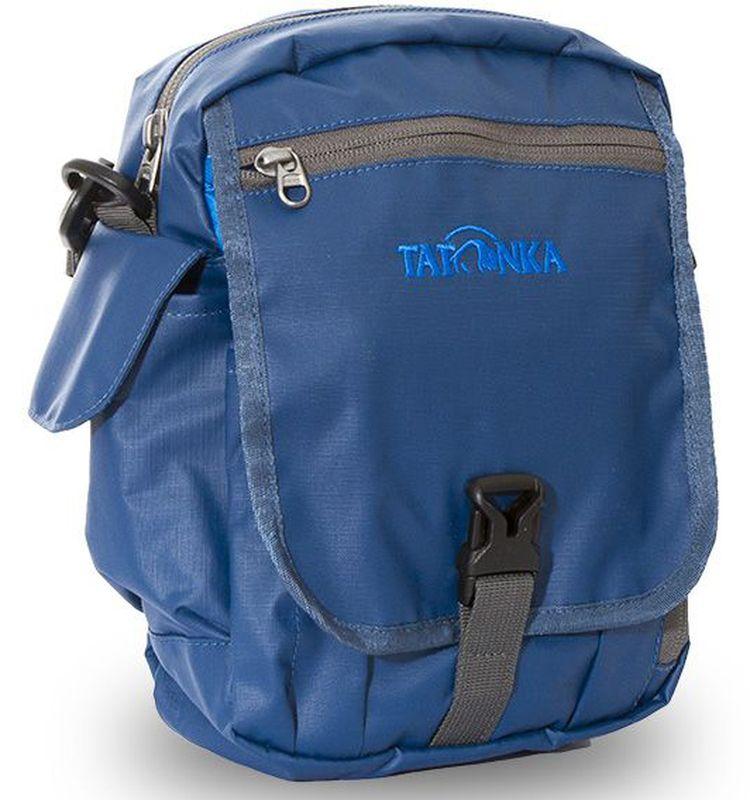 Сумка на плечо Tatonka Check in Clip, цвет: синий, 23 x 17 x 8 см95735-924Вместительная дорожная сумка Tatonka Check in Clip, выполненная из водоотталкивающей ткани, подходит для хранения документов и полезных мелочей в путешествии. Такую сумку можно носить как на плече, так и на поясе. Изделие располагает большим основным отделением с двумя молниями, множеством кармашков и мини-органайзером. Крышка-клапан фиксируется фастексом. Особенности:- петли для переноски на поясе;- съемный плечевой ремень; - ручка для переноски; - органайзер; - множество продуманных отделений; - боковой карман для телефона. - фирменный логотип. - водоотталкивающая ткань и прочные молнии.
